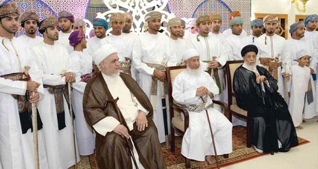 اسحاق البوسعيدي يرعى حفل الزواج الجماعي لثلاثة وثلاثين شابا من مختلف ولايات مسقط