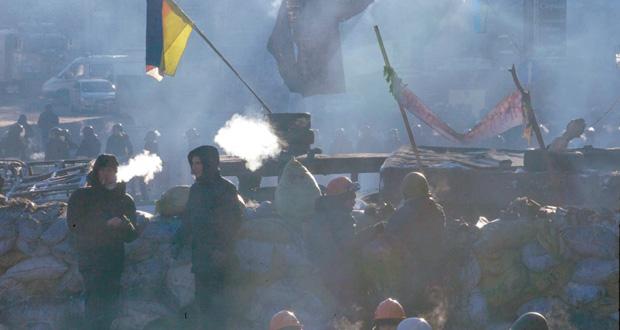 أوكرانيا:الجيش على خط الأزمة وغضب روسي من اجتماع كيري بالمعارضة