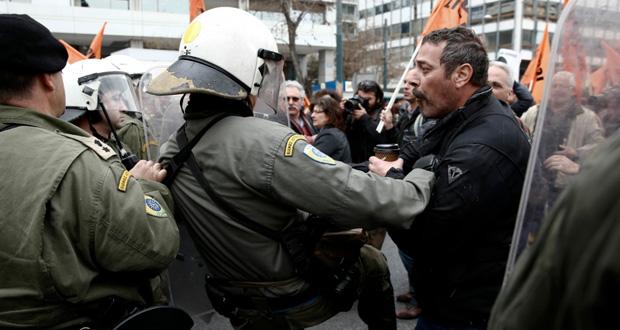اليونان: صدامات بين الشرطة ومعلمين محتجين