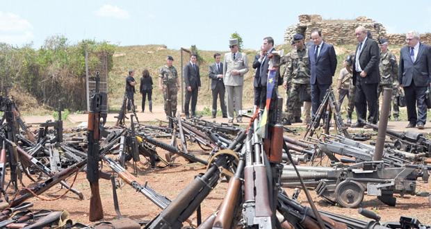 هولاند في إفريقيا الوسطى يؤكد على وحدتها واستئناف الحوار