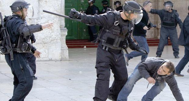 الاحتلال يقتحم الأقصى ويصيب الفلسطينيين بغزة ويهجرهم قسرا من الأغوار