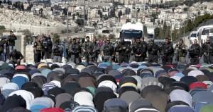 """الاحتلال يمنع المصلين من دخول """" الأقصى"""" .. ومواجهات عنيفة"""