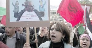 الفلسطينيون ينظمون مسيرة لمقاطعة البضائع الإسرائيلية بنابلس
