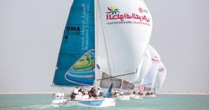 تكريم الفرق الفائزة بالمراكز الثلاثة في المرحلة الأولى لطواف العربي للإبحار الشراعي