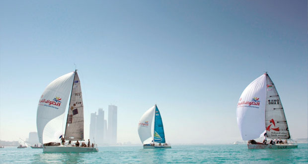 ارتفاع حدة المنافسة بين الفرق المشاركة في سباق الطواف العربي للإبحار الشراعي ـ أي اف جي