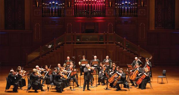 """""""ماكسيم فينجيروف"""" يقدم أبهى صور العزف على الكمان بمصاحبة أوركسترا موسيقى الحجرة البولندية بدار الأوبرا السلطانية مسقط"""