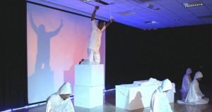 """فرقة مسرح نادي نـزوى تدشن أول عروضها بمسرحية """" العمود """" بجامعة نـزوى"""