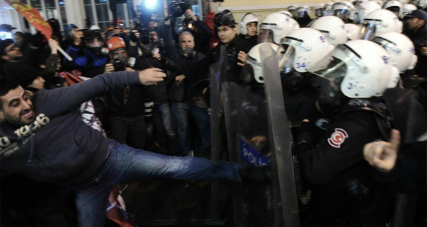 تركيا: الشرطة تفرق تظاهرة احتجاج على قانون الانترنت