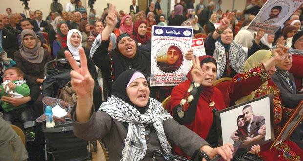 الأسرى الفلسطينيون يلوحون بـ(خطوات) احتجاجية