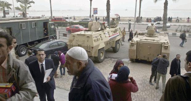 مصر:مقتل شرطي وإصابة اثنين في هجمات والسجن 10 سنوات لقتلة (خالد سعيد)