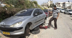 المستوطنون يخربون ممتلكات فلسطينية في القدس ويواصلون اقتحام الأقصى