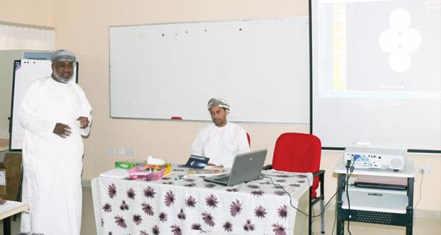 لجنة تطوير الأداء اللغوي تختتم زيارتها لتعليمية جنوب الشرقية