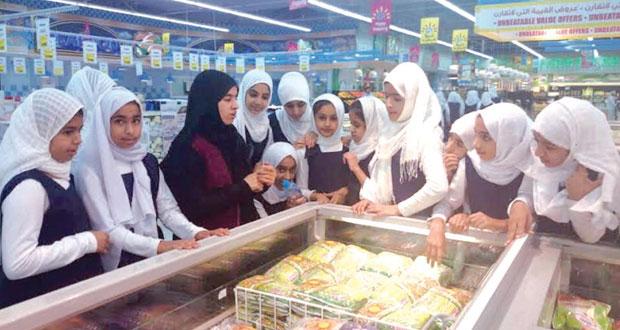 """""""حماية المستهلك"""" تنظم محاضرات توعوية بعدد من المدارس بركاء ونزوى والسيب"""