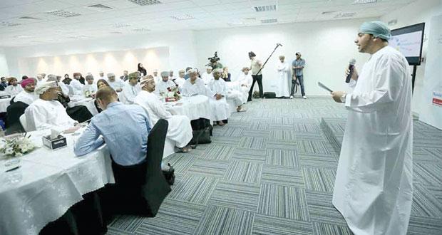 المركز الوطني للأعمال يوجه اهتمامه لمشاريع وطنية مختلفة بالسوق العماني