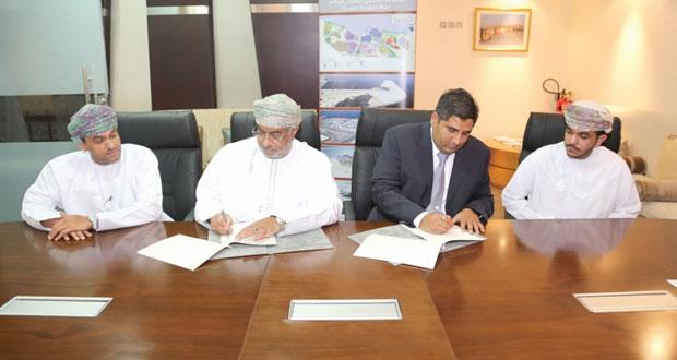 """هيئة المنطقة الاقتصادية الخاصة بالدقم توقع اتفاقيتين مع """"دلتا الحديثة للمشاريع العالمية"""""""