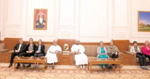 وفد رجال الأعمال الدولي يزور مجلس عمان ويناقش الفرص الاستثمارية بالسلطنة