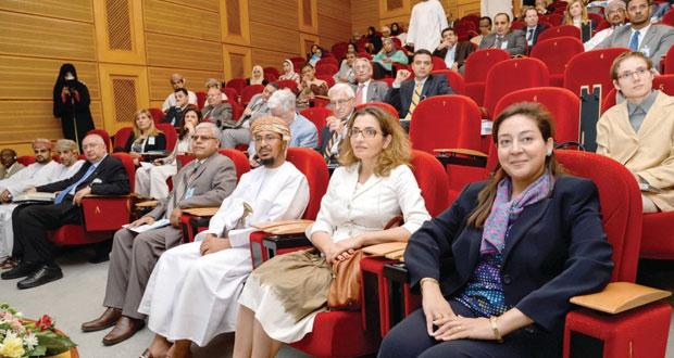 افتتاح المؤتمر العلمي الدولي (المبادئ الموحدة للعقود التجارية الدولية) في جامعة السلطان قابوس