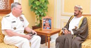 بدر بن سعود والنبهاني يستقبلان نائب قائد القيادة الوسطى للقوات الأميركية