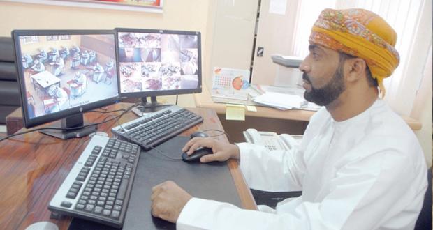 تدشين مشروع وحدة المراقبة بنظام الكتروني للمبنى المدرسي بمدرسة المهنا