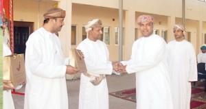 سعود البلوشي يرعى تكريم معلمي مدرسة السلطان فيصل بن تركي
