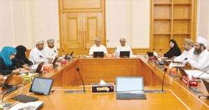 أعضاء مجلس الشورى يطالبون بمناقشة وزيرة التربية والتعليم حول التصحيح الإلكتروني وتداعياته