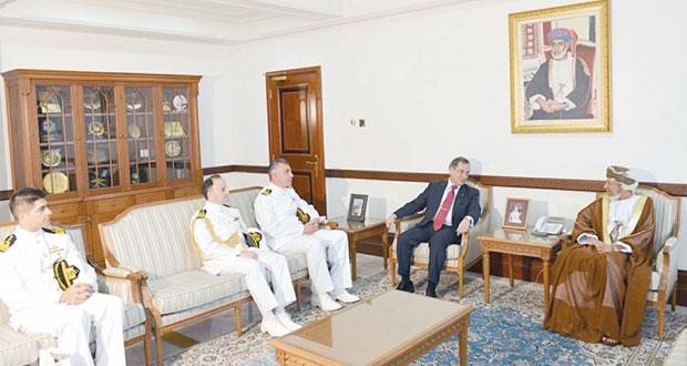 نائب محافظ مسقط يستقبل قائد فرقاطة تركية