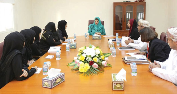 راوية البوسعيدية تزور جامعة البريمي وكلية البريمي الجامعية