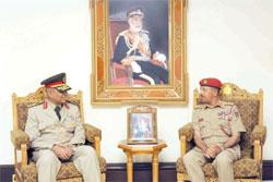 رئيس أركان قوات السلطان المسلحة يستقبل وفد أكاديمية ناصر العسكرية العليا