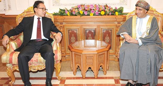 فهد بن محمود يستقبل الرئيس السابق لكوريا الجنوبية