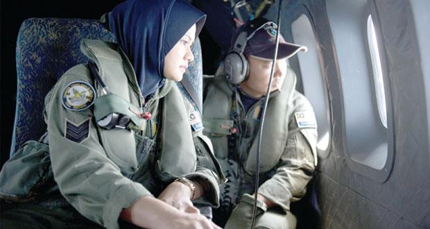 """ماليزيا: """"عمل متعمد"""" وراء اختفاء الطائرة.. والشرطة تفتش منزل قائدها"""