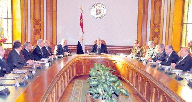مصر: حكومة محلب تؤدي اليمين والسيسي في منصبه