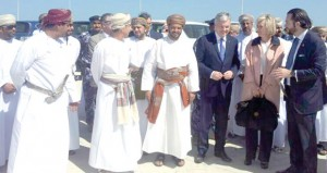 الرحاله العماني أحمد المحروقي يصل إلى ولاية نخل