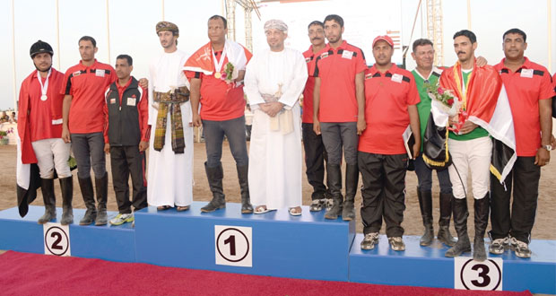 حمود الدغيشي يخطف أول ميدالية ذهبية للسلطنة في افتتاح بطولة كأس العالم لالتقاط الأوتاد