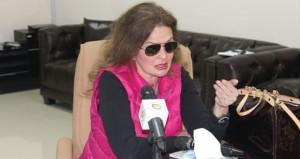 يسرا تعقد مؤتمرا صحفيا في مقر الجمعية