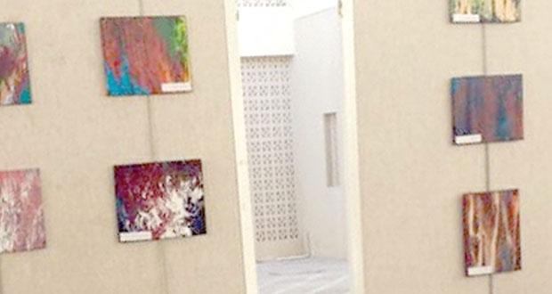 دعاء النجار في معرض (الإبداع بالألوان)
