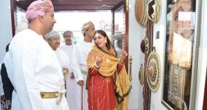 منتجات مبتكرة مستوحاة من التراث العماني العريق في افتتاح صالة (دار الحرفية)