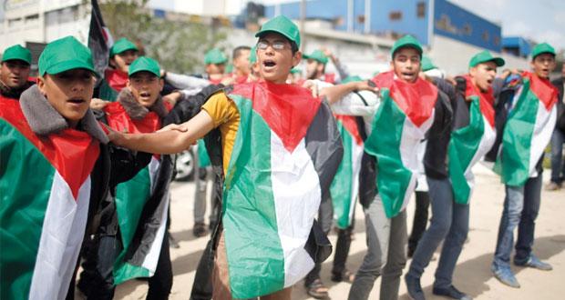 الفلسطينيون يحيون الذكرى الـ38 ليوم الأرض .. والاحتلال يقمع مسيراتهم بالضفة وغزة