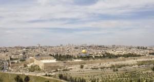 الفلسطينيون يحذرون من المساس بـ(الأقصى) ويستعدون للقاء مصالحة