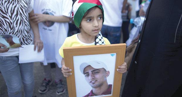 الفلسطينيون يحيون (الأسير) ويحبطون اقتحام جديد لـ(الأقصى)
