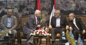 """الفلسطينيون يرون (المصالحة) """"في مرحلة التنفيذ"""""""