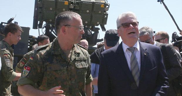 سوريا: الجيش يصل للشريط الحدودي مع تركيا .. ويتقدم بحلب والمليحة