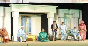 """تواصل مهرجان المسرح المدرسي الخامس واليوم عرض """"لا مكان للسقوط"""" و""""حيرة منصور"""""""