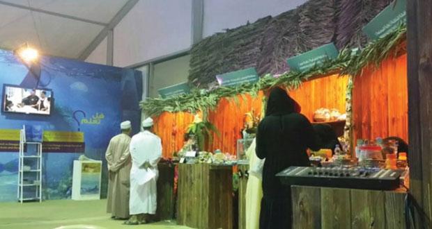 إقبال كبير على جناح (الزراعة والثروة السمكية) بمهرجان عمان البحري