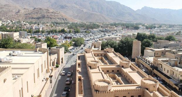 الأسواق التقليدية والحارات القديمة والقلعة الشهباء مقصد السياح بنزوى