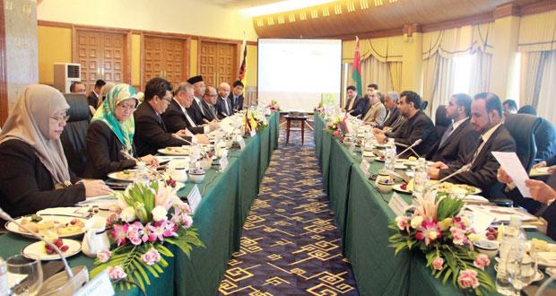 السلطنة وبروناي دار السلام تبحثان التعاون الاقتصادي وتعزيز العلاقات بين البلدين