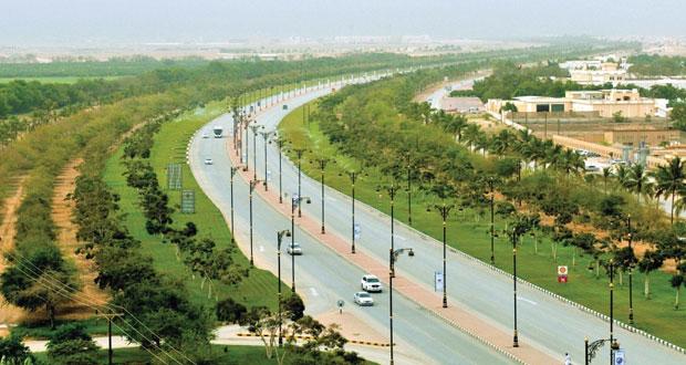 بلدية ظفار تواصل تطوير البنية الأساسية لشبكة الطرق والإنارة والحدائق والتشجير والمنتزهات