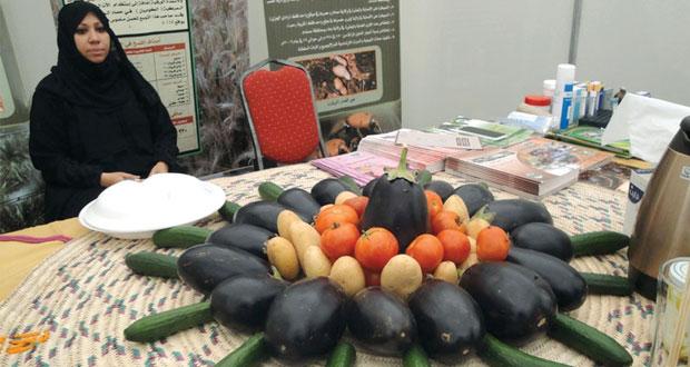 إدارة الزراعة بالبريمي تعرف الخدمات الإرشادية والوقائية المقدمة للمزارعين