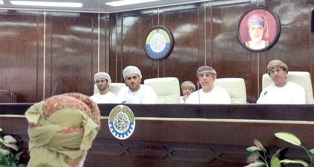 وزير الزراعة والثروة السمكية: وحدة ألبان بظفار بتكلفة تتجاوز 33 مليون ريال عماني