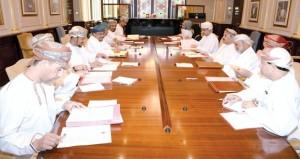 جامعة السلطان قابوس وبنك مسقط يناقشان إنشاء كرسي للبحوث المصرفية