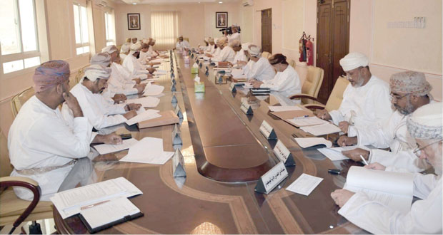 خلال اجتماعه الرابع : المجلس البلدي بمحافظة الداخلية يؤكد على أهمية الرؤى الهادفة لتطوير العمل